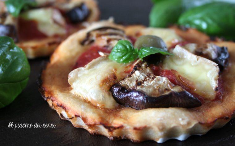 Pizzette con melanzane e camembert