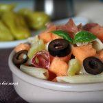 Pasta fredda con melone, prosciutto e peperoni