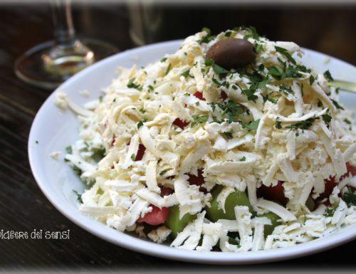 Shopska salad – tipica insalata bulgara