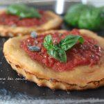 Pizzette rosse al basilico (con base della pissaladière)