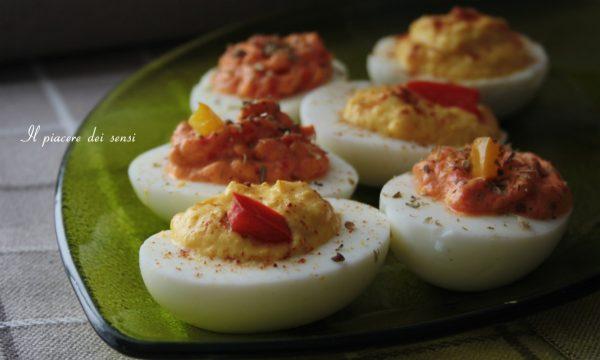 Uova sode con crema di peperoni