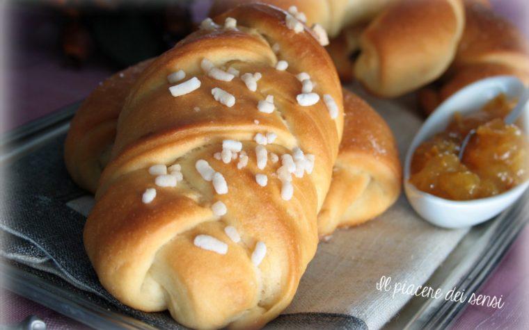 Treccine e croissant di pasta brioche