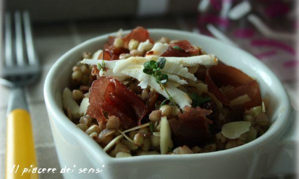 Grano saraceno con bresaola, uvetta, mandorle e ricotta salata