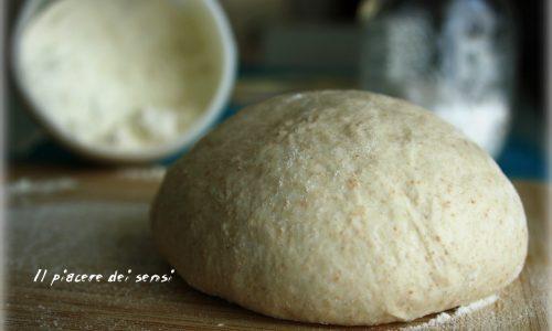 Impasto per pizza – con e senza la macchina del pane