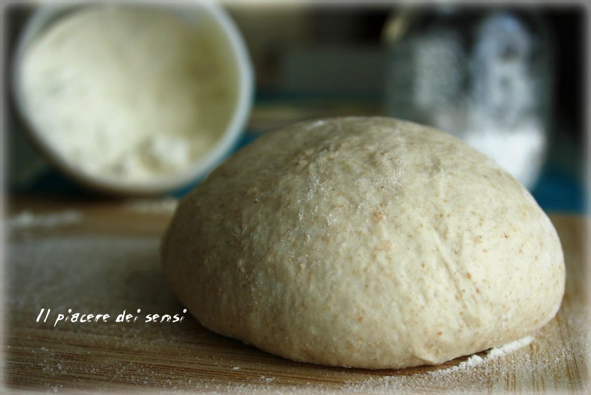 Impasto per pizza - con e senza la macchina del pane
