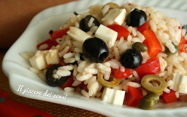Riso freddo con peperoni, primosale, olive e capperi