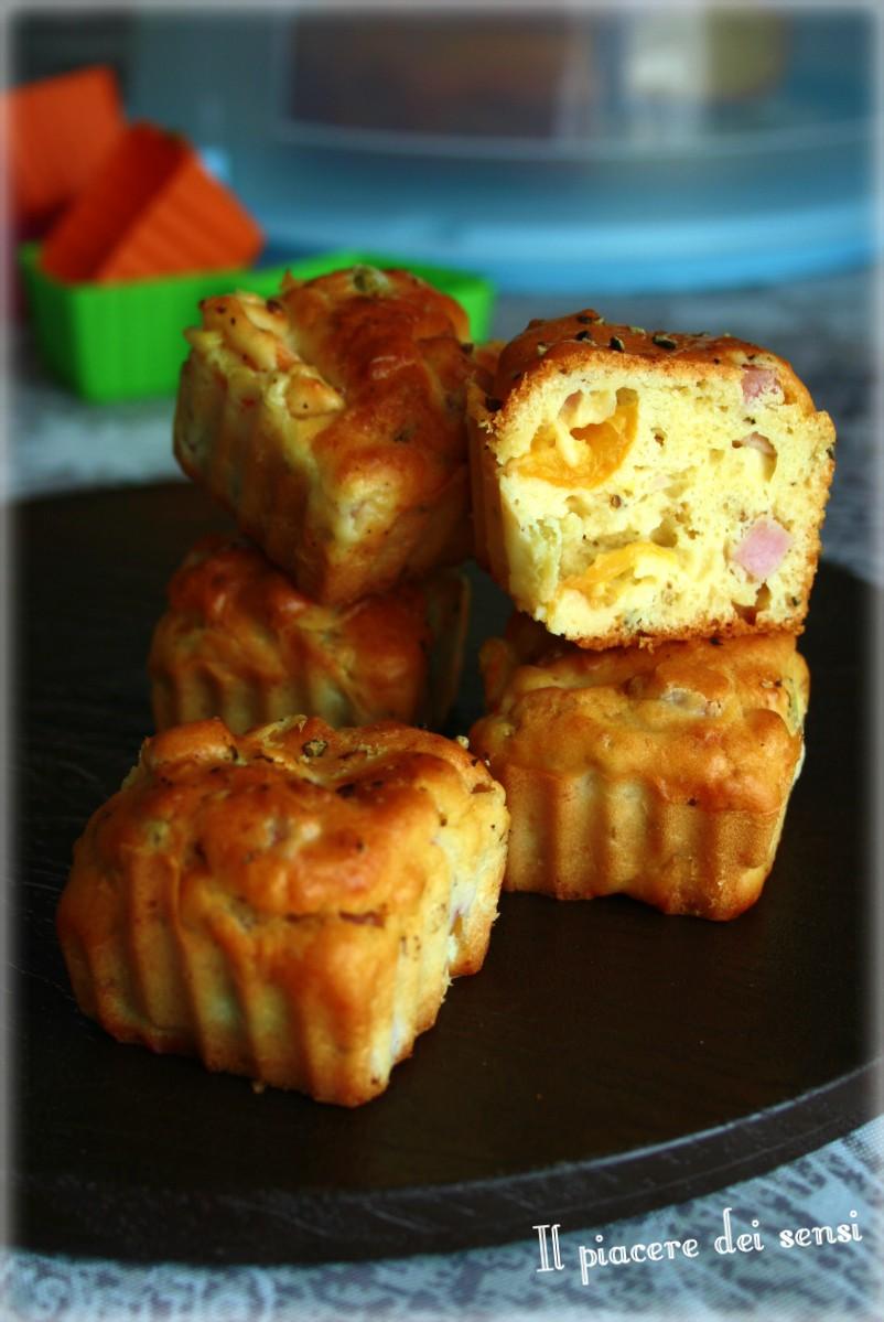 muffins salati con prosciutto e pomodorini