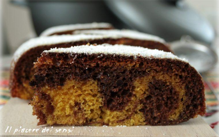 Torta al cacao variegata cotta in pentola