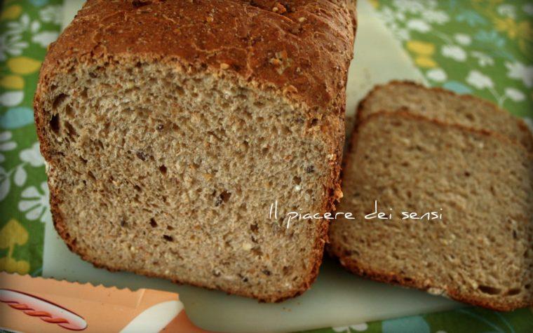 Pane ai cereali e semi misti – con e senza la macchina del pane