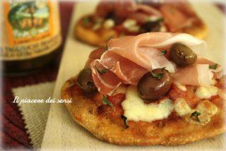 pizzette con prosciutto crudo e olive