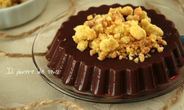 Budino al cacao con crumble alle nocciole