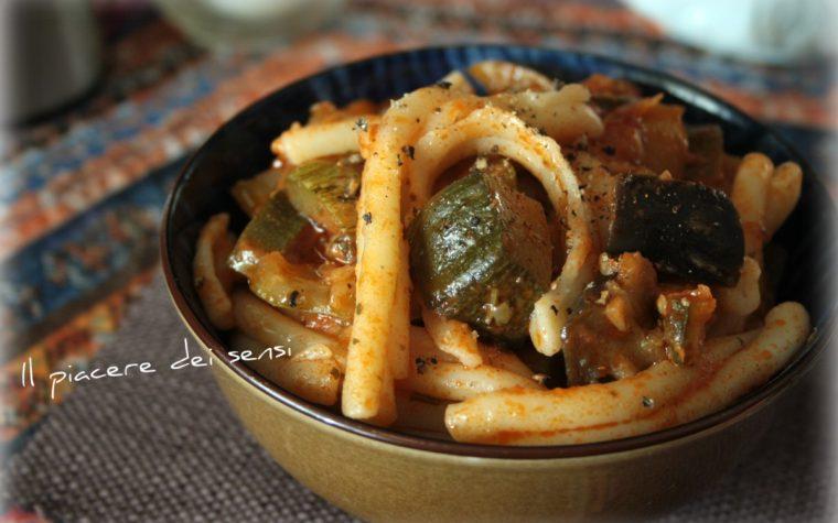 Pasta alla contadina con zucchine, melanzane e peperoni