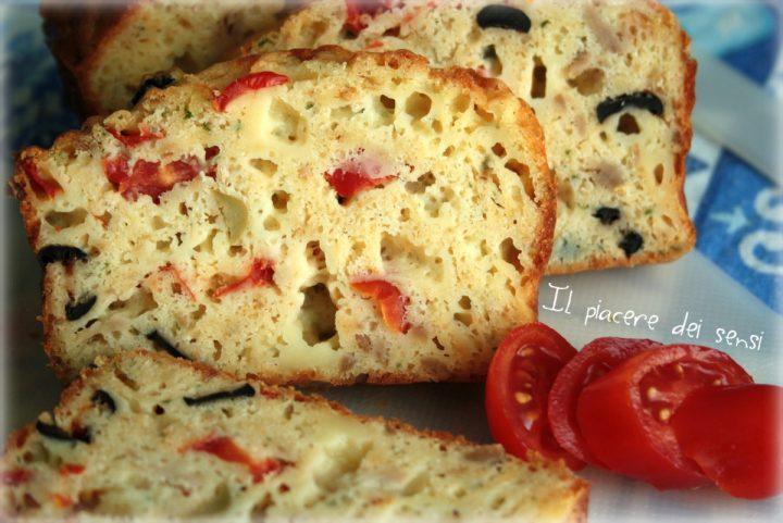 Plumcake salato con tonno, olive e pomodorini