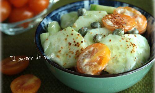 Cetrioli e pomodorini in salsa di yogurt piccante