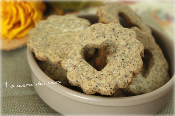 Biscotti alle tre farine con nocciole
