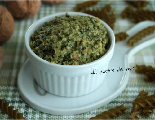 Pesto alle noci ed erbe aromatiche