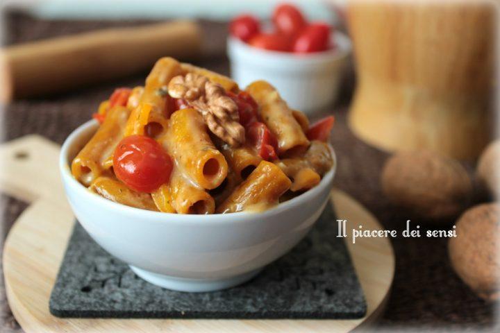 Sedanini con salsa al gorgonzola, pomodorini e noci