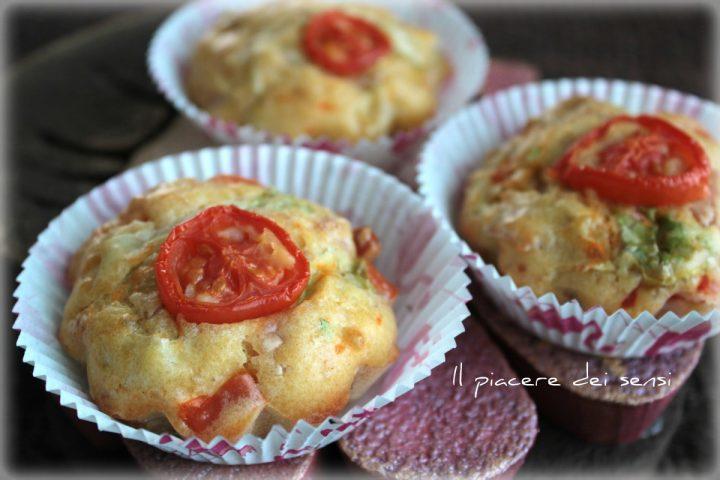 Muffins con pomodoro insalata e prosciutto senza burro