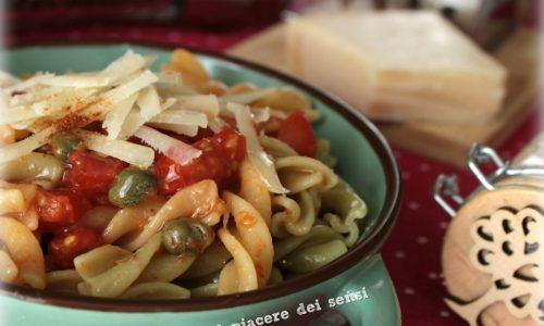 Pasta con pomodorini e capperi al peperoncino