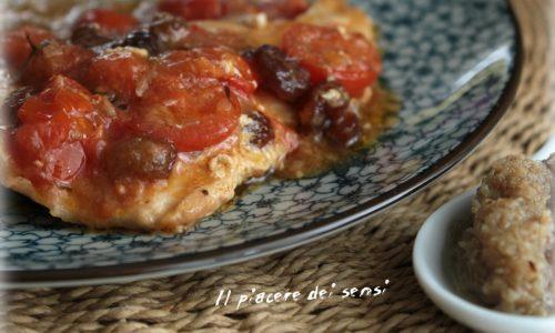 Tacchino in padella con pomodorini, uvetta, scalogno e timo