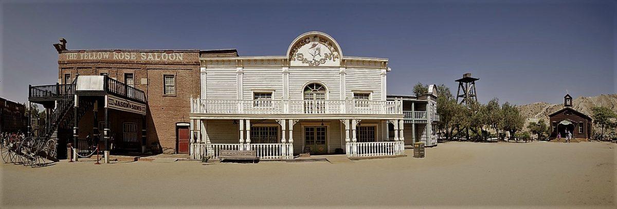 Una volta il west era teatro di ballerine di can-can che allietavano gli avventori del saloon