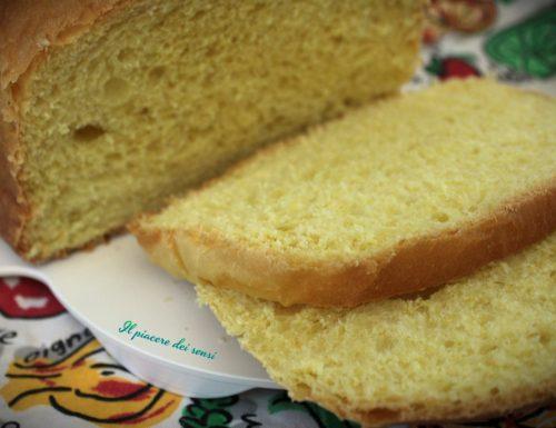Panettone gastronomico con la macchina del pane