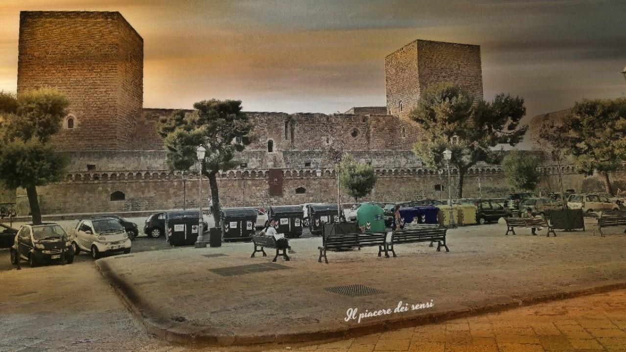 Bari in bici - Castello svevo normanno