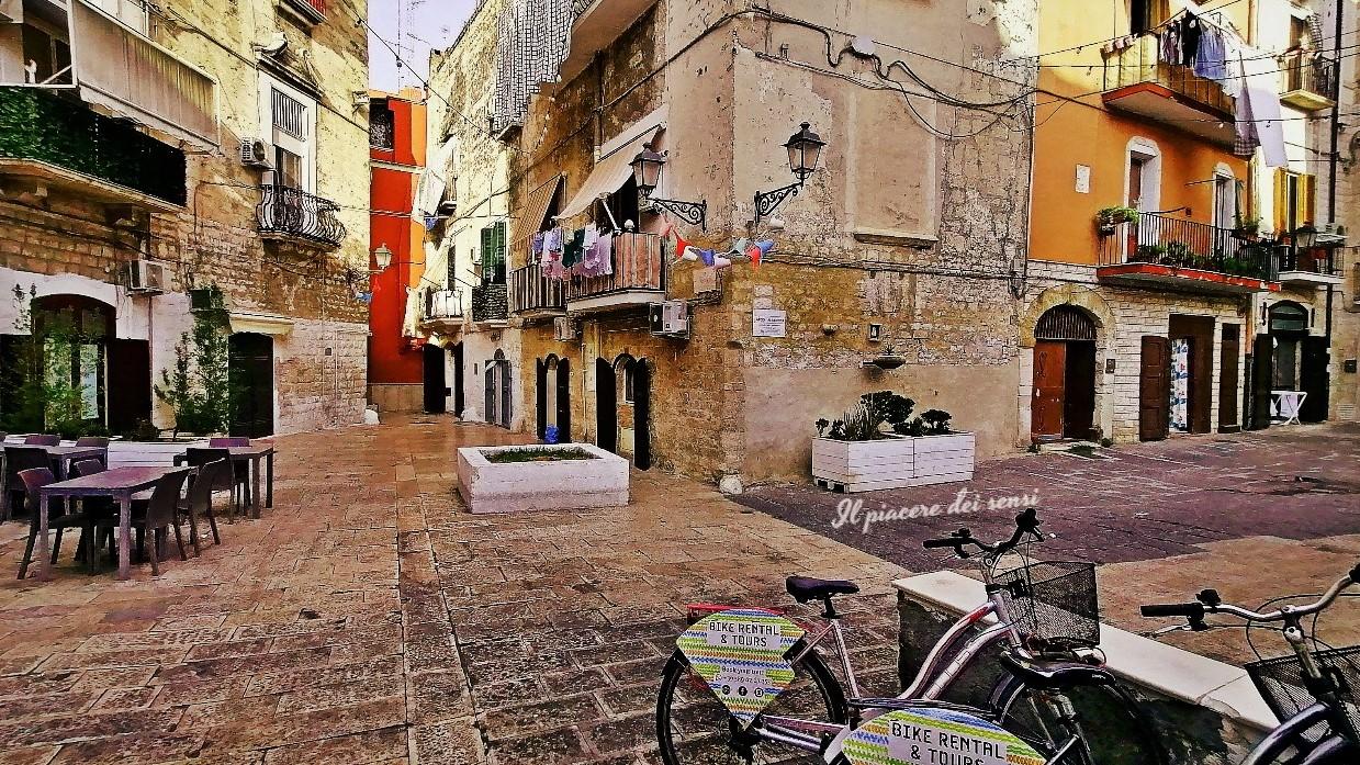 Bari in bici e lo street-food - Largo Albicocca e le scagliozze