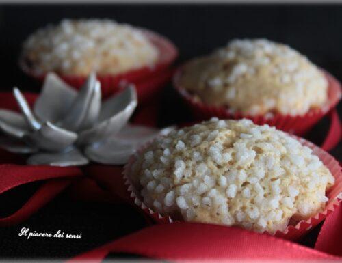 Muffins al vino dolce con nocciole e ananas