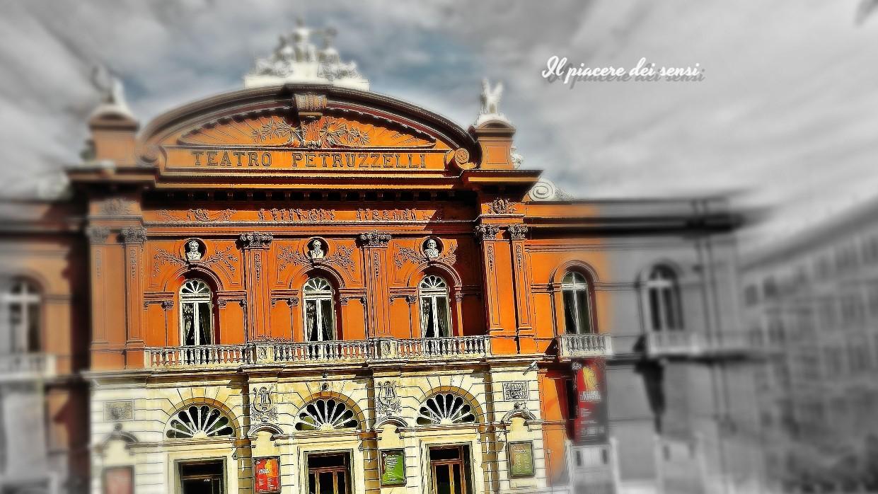 Bari in bici - Teatro Petruzzelli
