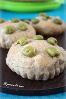 Focaccine alle olive con farine miste
