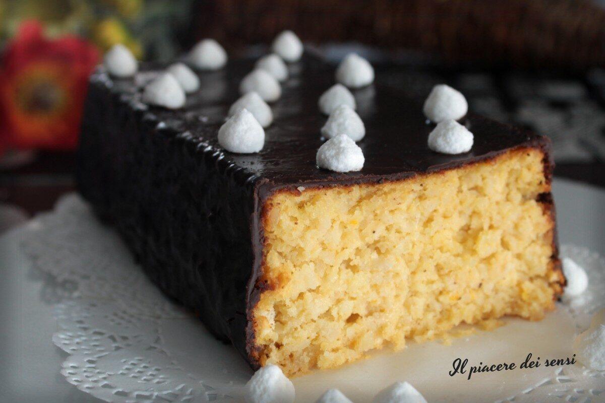 Torta al limone e mandorle glassata al cioccolato